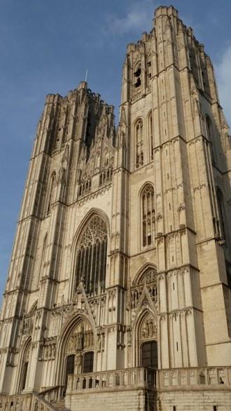 Nach einem umfangreichen Programm in der Kommission, war es abends Zeit, die Stadt zu erkunden. Blick auf die Kathedrale St. Michael und St. Gudula