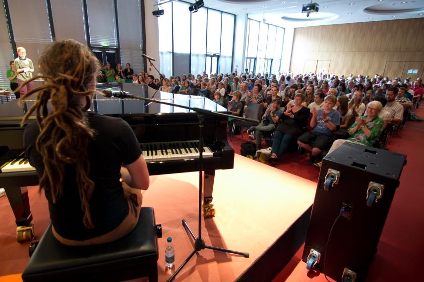 Der Saal auf dem Mediencampus Leipzig war fast bis auf den letzten Platz gefüllt.