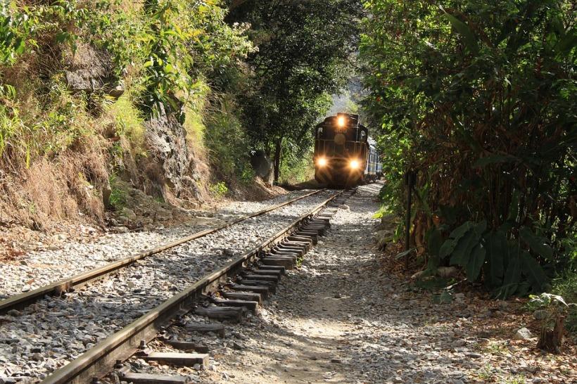 train-3010877_960_720